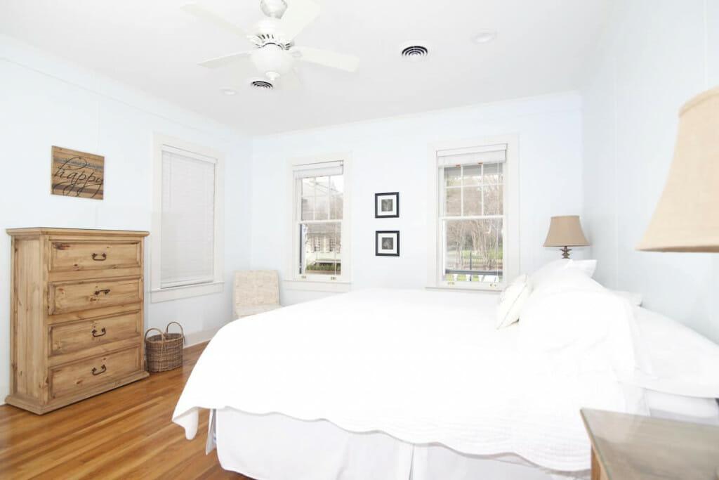 Master bedroom of the Natchez Pearl