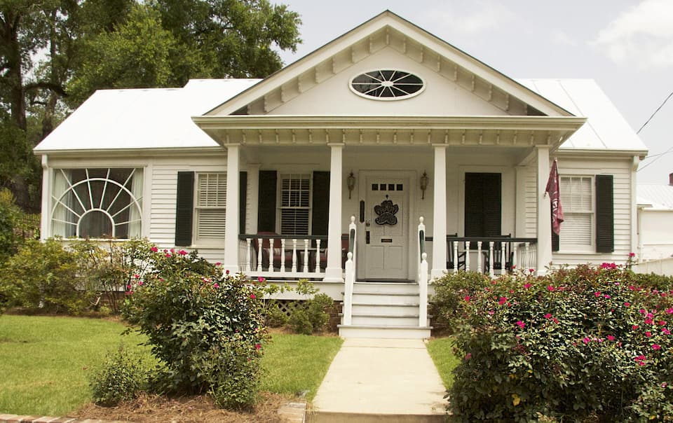 The Natchez Pearl is a cottage that you can rent in Natchez MS