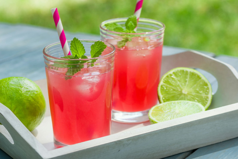 Refreshing and Delicious Bama Breeze Cocktail.