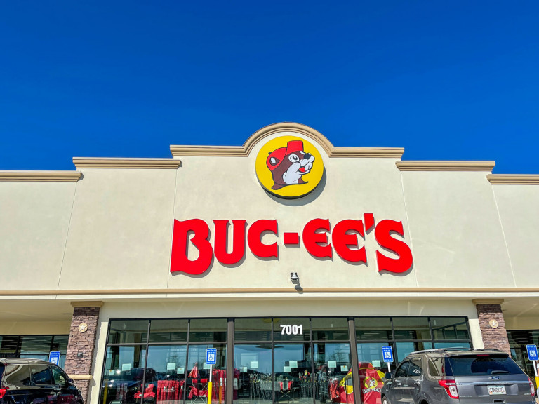 Best Snacks at Buc-ee's for a Texas Road Trip