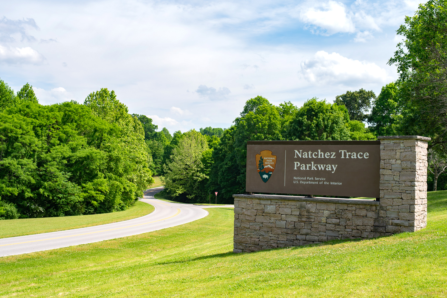 SIgn at the beginning of the Natchez Trace. Ultimate planning guide to driving the Natchez Trace