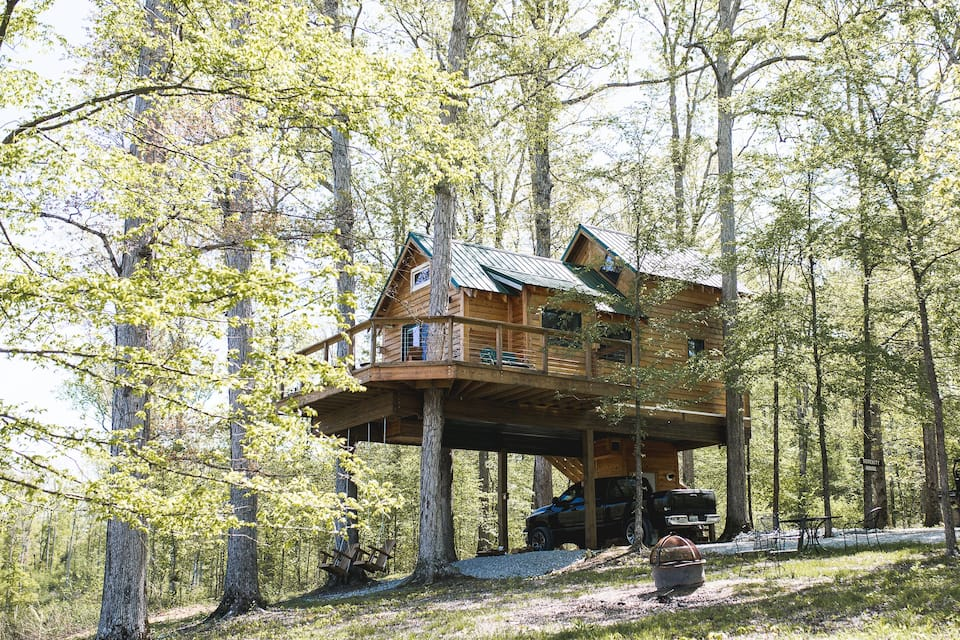 Serenity house treehouse in Tennessee