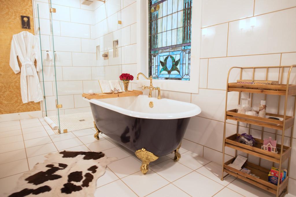 bathroom with clawfoot tub at the sulfur ridge treehouse