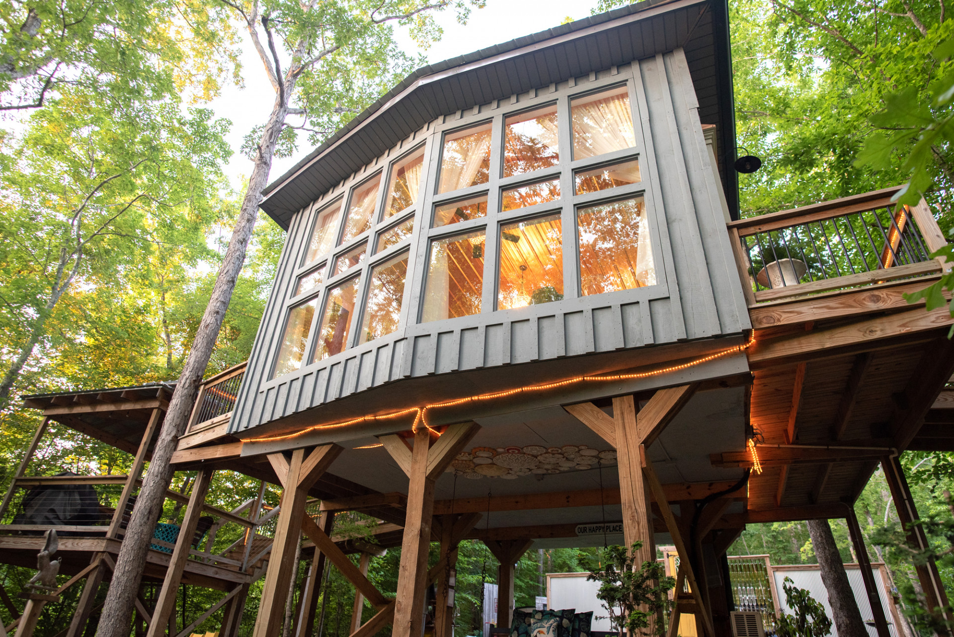 The Sulfur Ridge Treehouse is one of the best treehouse rentals in Tennessee!