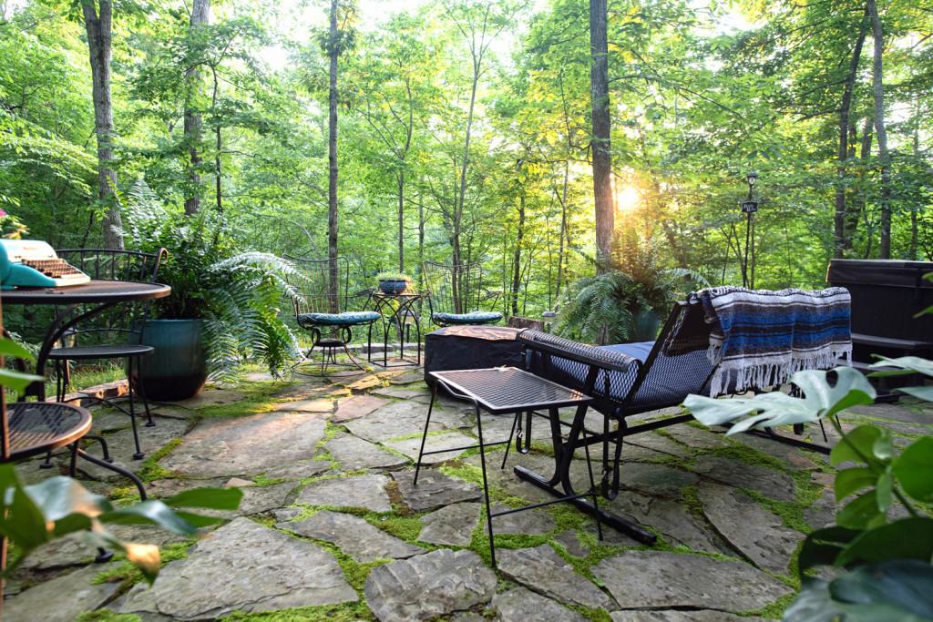 back patio of the sulfur ridge treehouse