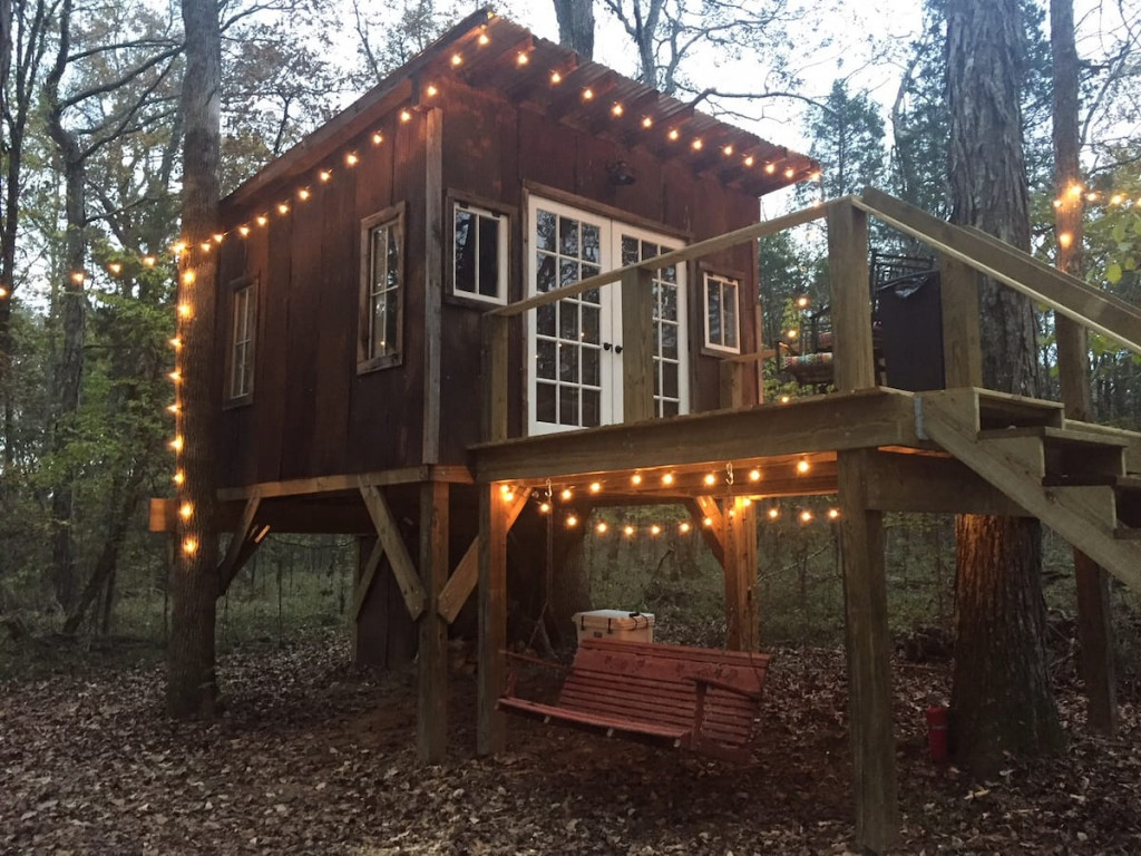 The Nest is a lovely tennessee treehouse that is perfect for a romantic getaway.