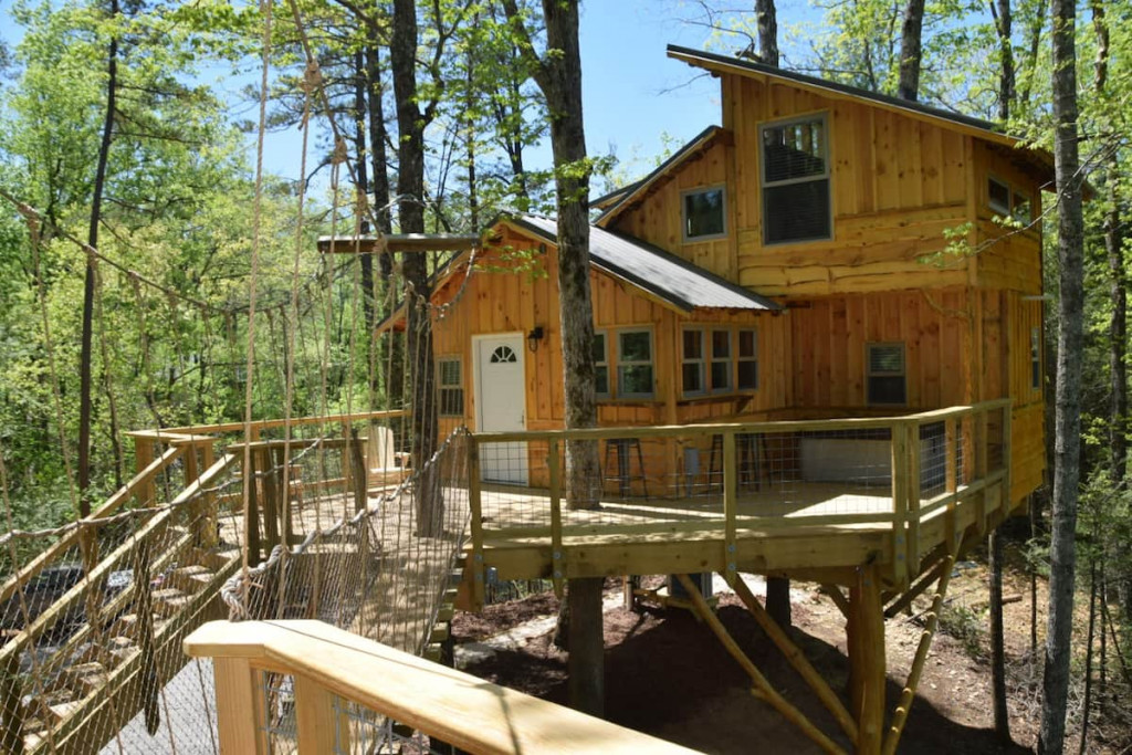 TreEscape is a wonderful treehouse for rent in TN.