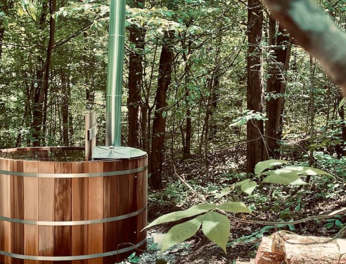 Glamping with a hot tub in Tennessee